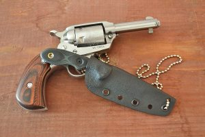 TOPS Scandi Knife and revolver